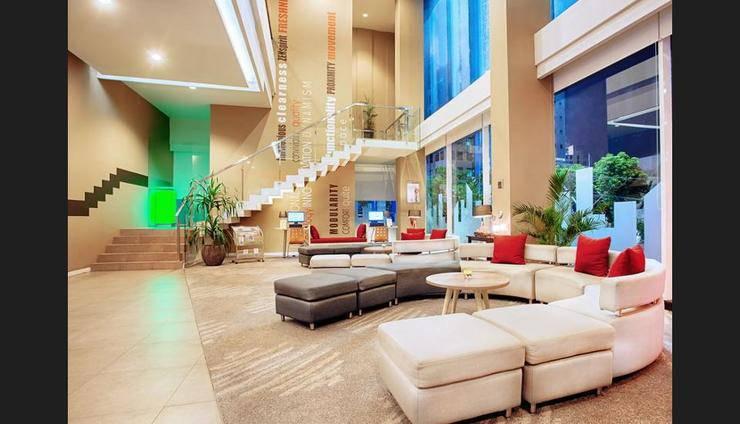 ibis Surabaya City Center - Lobby Sitting Area