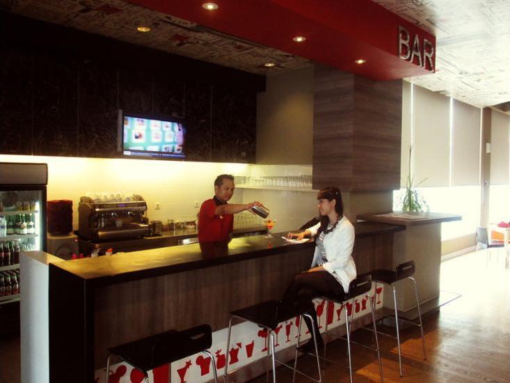 ibis Surabaya City Center - Hotel Lounge