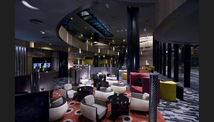 Crowne Plaza Changi Airport - Lobby