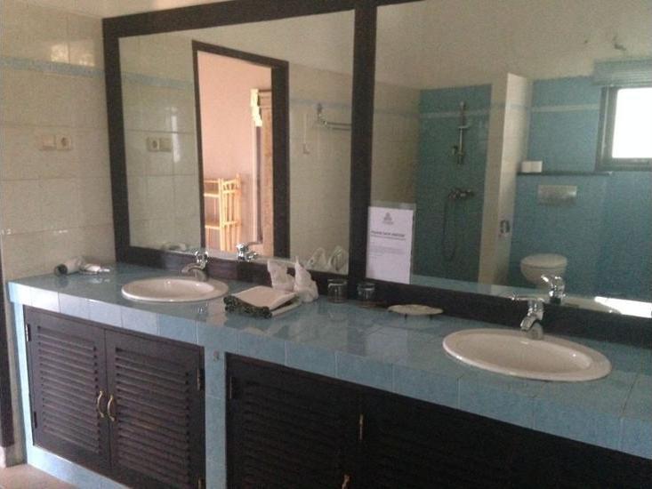 The Hamsa Bali Resort Lovina - Bathroom