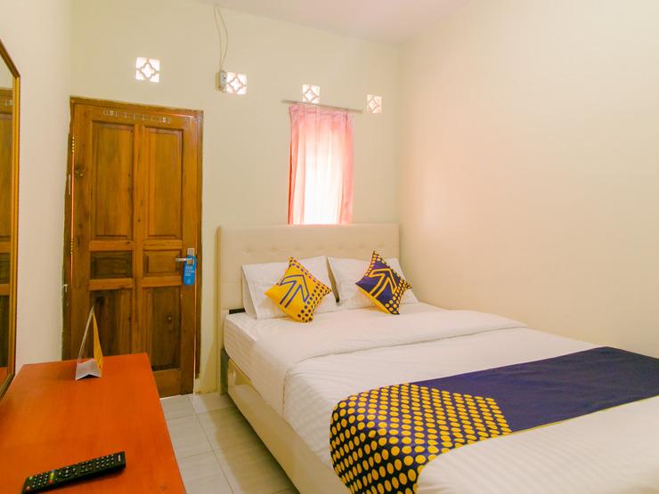 SPOT ON 2750 Ayu Homestay Syariah Sukabumi - Bedroom