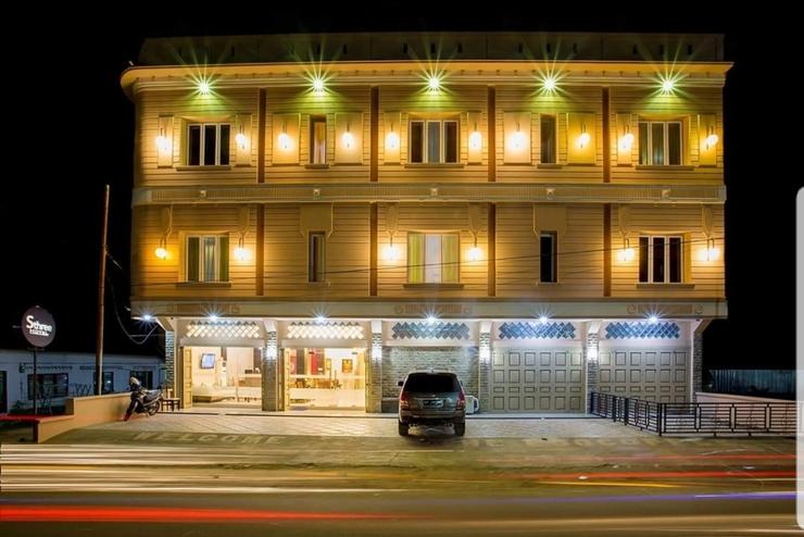 Sthree Hotel Nias - Facade