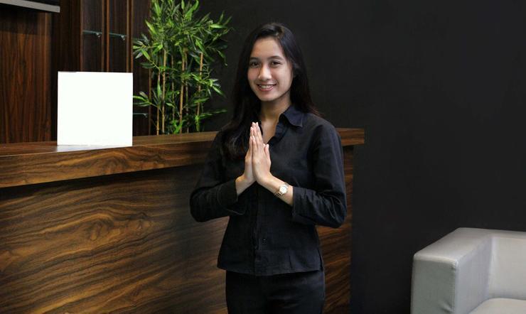 Airy Mutiara Bekasi Ahmad Yani 8 - receptionist