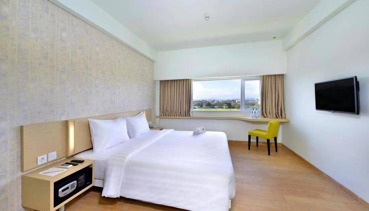 Whiz Hotel Sudirman Cilacap - Kamar standard pemandangan kota