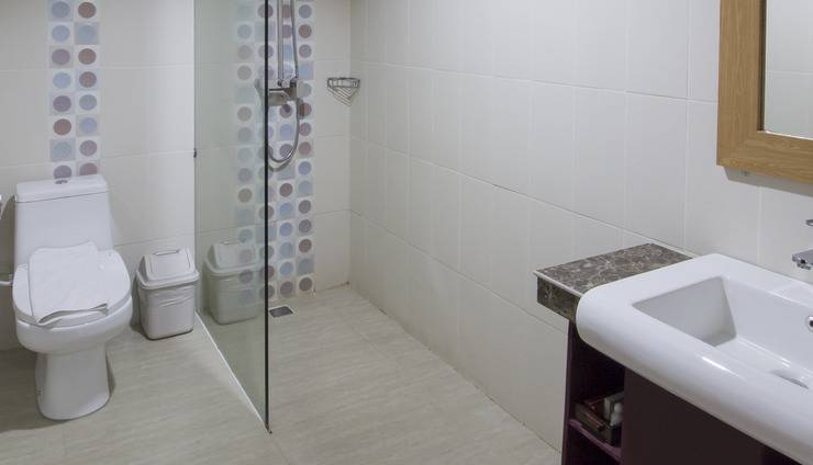 Grand Puri Saron Yogyakarta - Deluxe Bathroom