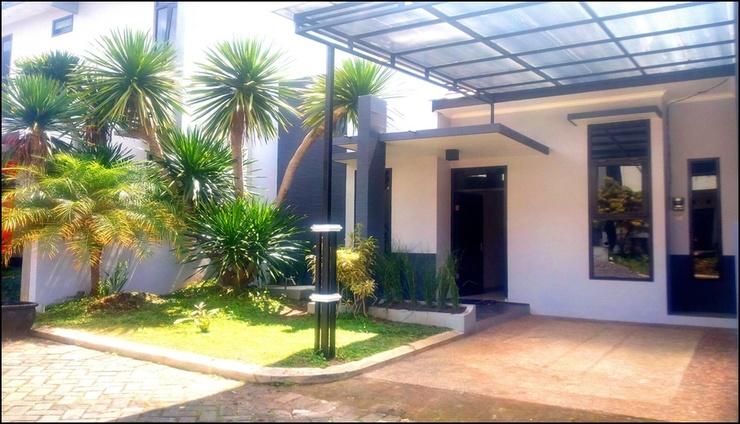 Villa 2 Bedrooms Near Jatim Park No. B2 Malang - exterior
