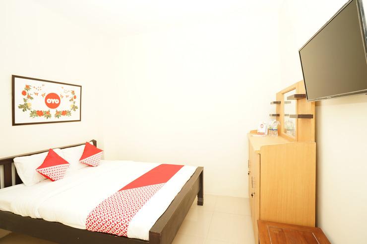 OYO 494 Nadia Homestay Syariah Surabaya - Bedroom