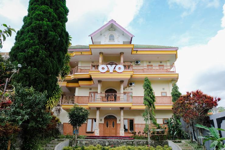 OYO 538 Villa Handayani Syariah Malang - Facade