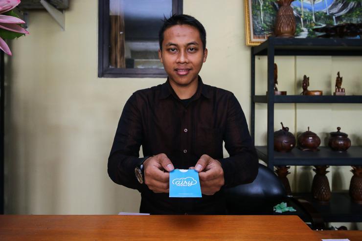Airy Eco Syariah Manunggal Kebonsari Blok B 9 Surabaya Surabaya - Receptionist