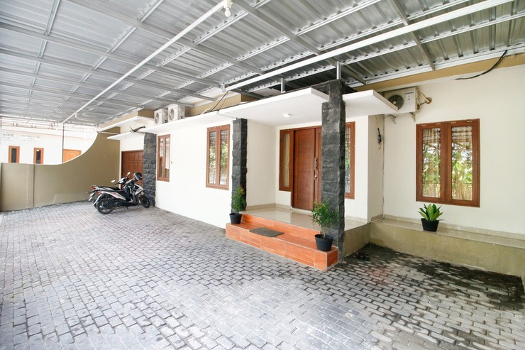 RedDoorz @ Jalan Palagan Yogyakarta - Bangunan Properti