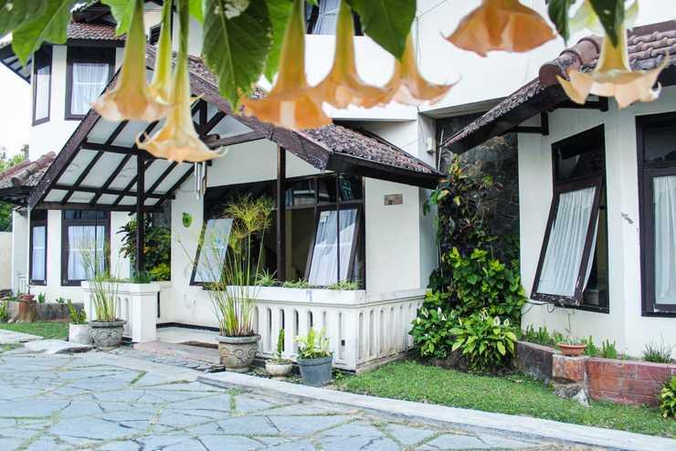 Hotel Ragil Kuning Malang - view