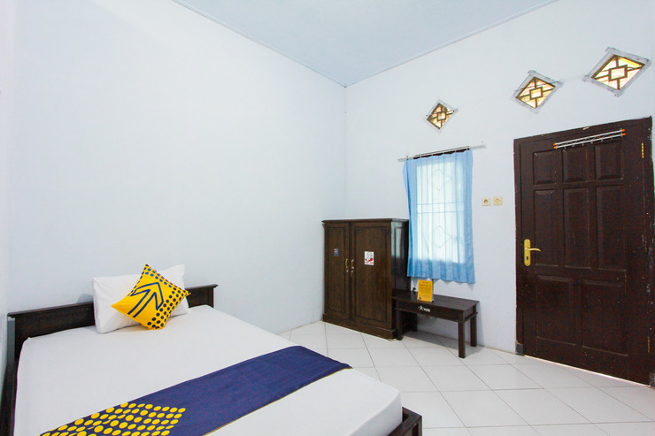 SPOT ON 2288 Kost Mittasukha Family Banyuwangi - Spot On Saver Bedroom