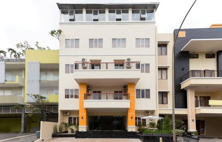RedDoorz Plus @ Boulevard Residence BSD Tangerang Selatan - Exterior