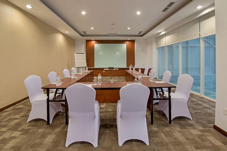 Whiz Hotel Bogor - MEETING ROOM