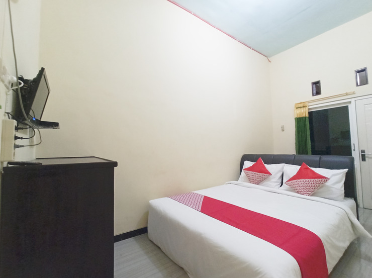 OYO 3298 Bromo Guest House Family Malang - Guestroom S/D