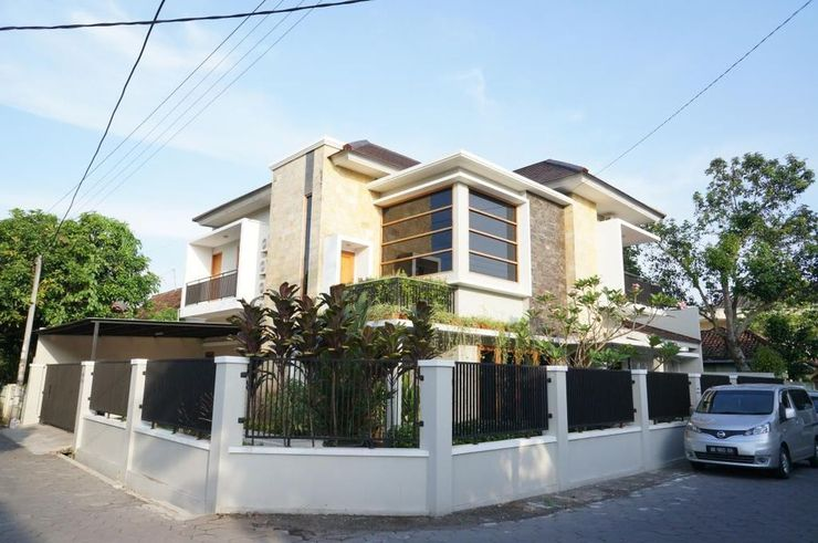 Suryosukoco Homestay Yogyakarta - Exterior