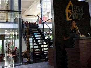 Rumah Nenek Hotel Padang - Pintu masuk