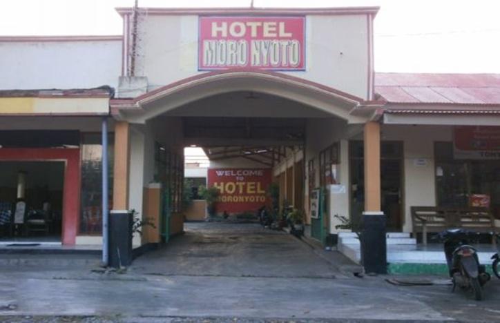 Hotel Moronyoto Probolinggo - Tampilan Luar Hotel