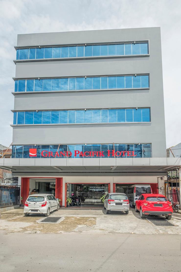 RedDoorz Plus @ Grand Pacifik Hotel Makassar Makassar - facade