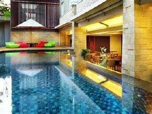 Favehotel Seminyak - Kolam renang