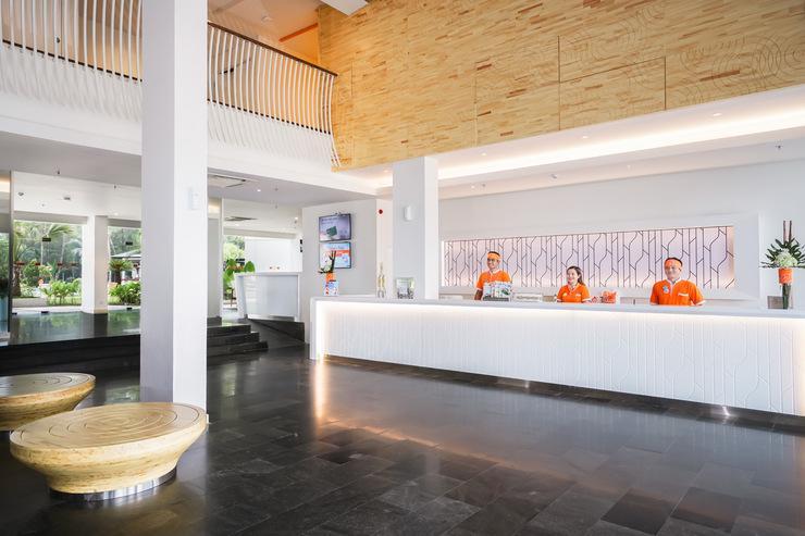 HARRIS Waterfront Batam - Lobby at HARRIS Resort Waterfront Batam