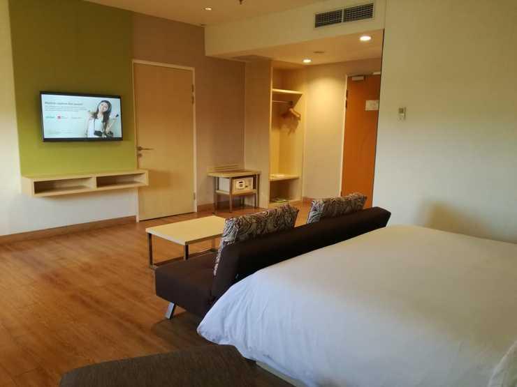 Zest Hotel Jemursari Surabaya - suite room