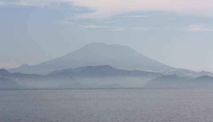 Dream Beach Kubu Lembongan - Gunung Agung dari Devil's Tear