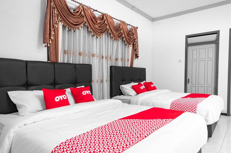 OYO 1719 Penginapan Rizky Pasuruan - Bedroom DF