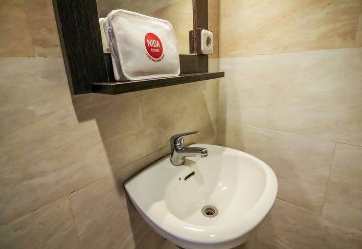 NIDA Rooms Makassar Dr Soetome Makassar - Kamar mandi