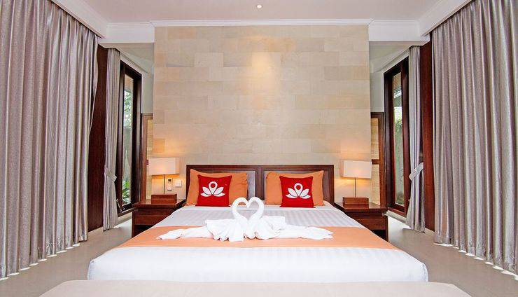 ZenRooms Pengosekan Ubud Villa Bali - Tampak tempat tidur double