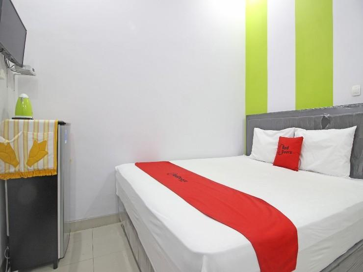 RedDoorz near Jogja Bay Waterpark Yogyakarta - Guestroom