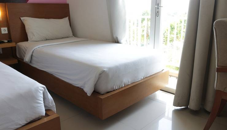 Seminyak Garden Bali -  Seminyak Garden_Pool View Room Twin Bed With Balcony