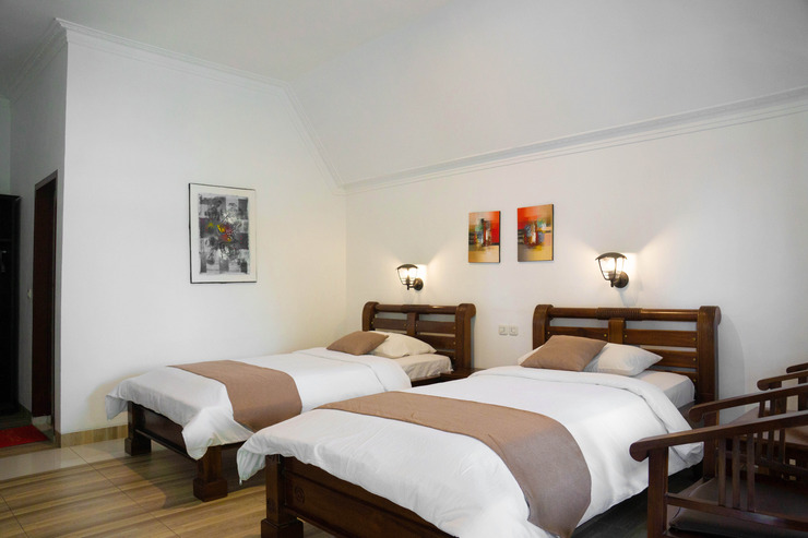 Toledo Inn Danau Toba - Deluxe Twin Room