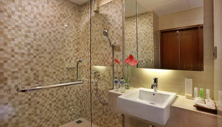 Golden Tulip Denpasar - Bathroom