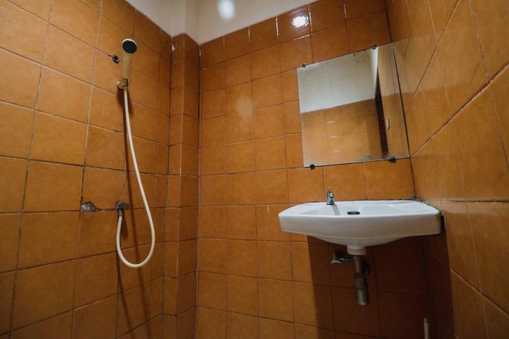 RedDoorz @ Bambu Kuning Bandar Lampung - Bathroom