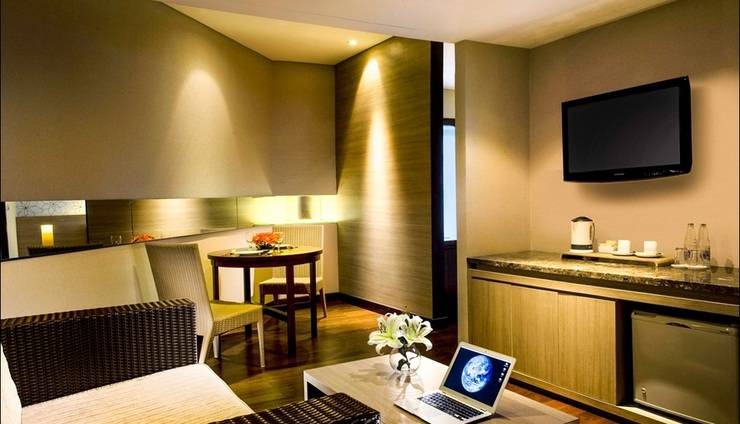 Hotel Santika Bandung - Living Room