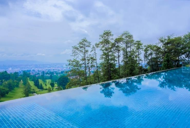 Swiss-Belresort Dago Heritage Bandung - Swimming Pool