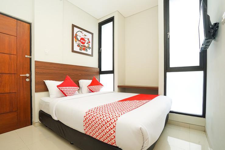 OYO 449 The Colins Surabaya - Bedroom