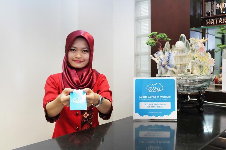 Airy Mataram Cakranegara Maktal 3 Lombok - Receptionist