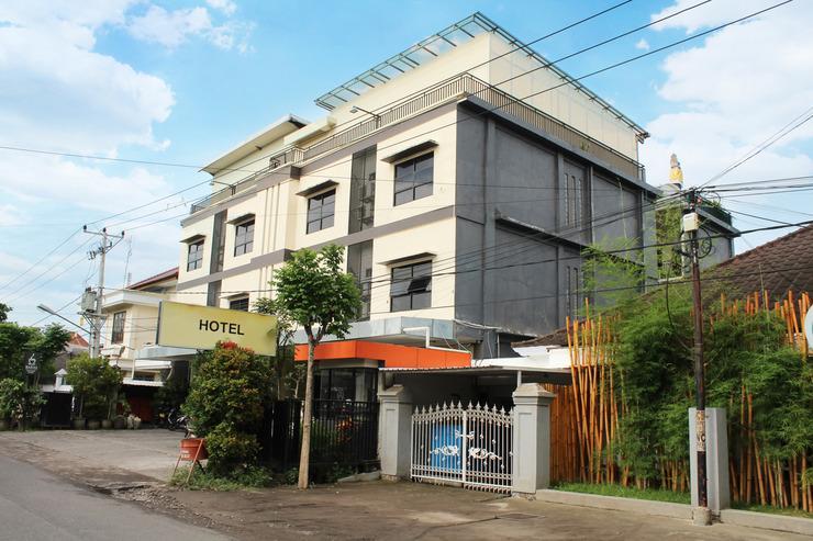 Airy Mataram Cakranegara Maktal 3 Lombok - Property Building