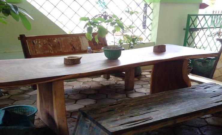 Umyah Osing Banyuwangi - Smoking room d teras depan