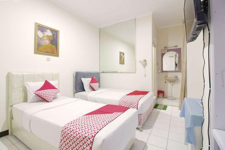 OYO Flagship 1779 Syahransah Guest House Bandung - Bedroom