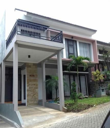 Villa Pinus Malang - Tampak Depan