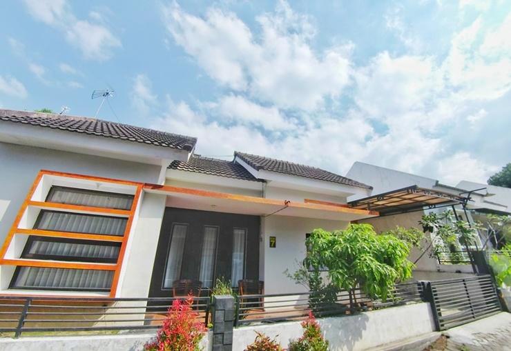 Villa 2 Bedrooms Near Museum Angkut No. 7 Malang - Exterior