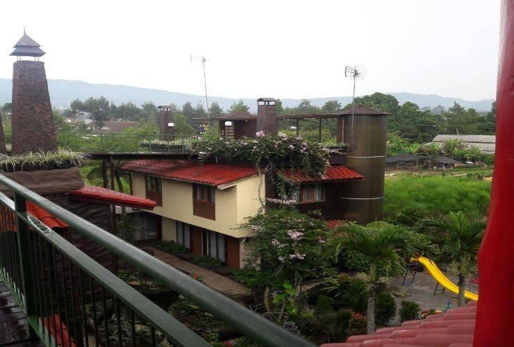 Villa Rumah Kayu Cottage Syariah Bandung -
