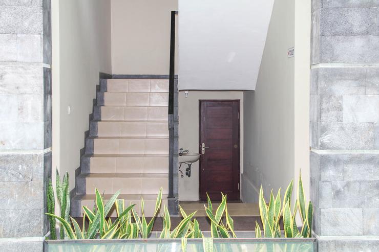 Airy Denpasar Barat Pura Demak Gang Marlboro Bali Bali - Stairs