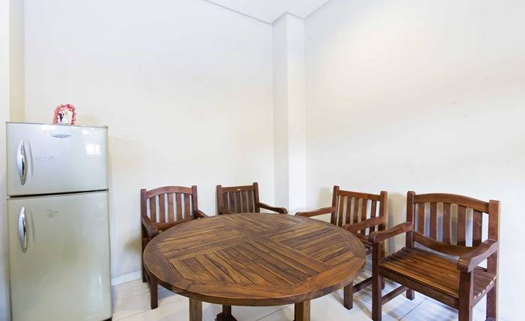 RedDoorz Taman Kebon Sirih Jakarta - Ruang makan