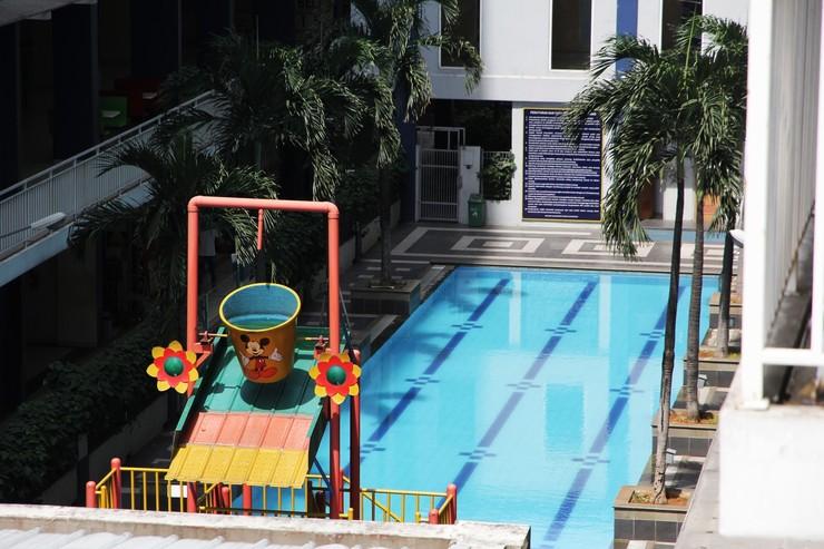 Grand Center Point Apartment By Travelio Bekasi - Kolam renang