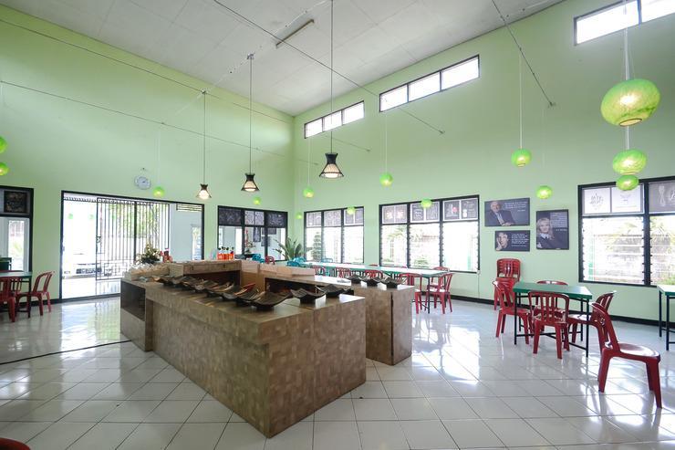 Airy Eco Sumber Pleret Raya Solo - Lobby