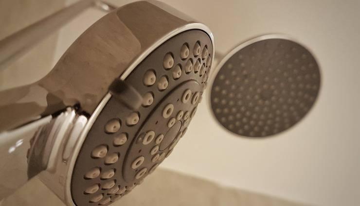 Astara Hotel Balikpapan - Shower